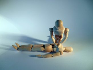 Mannequins en train de faire un massage cardiaque
