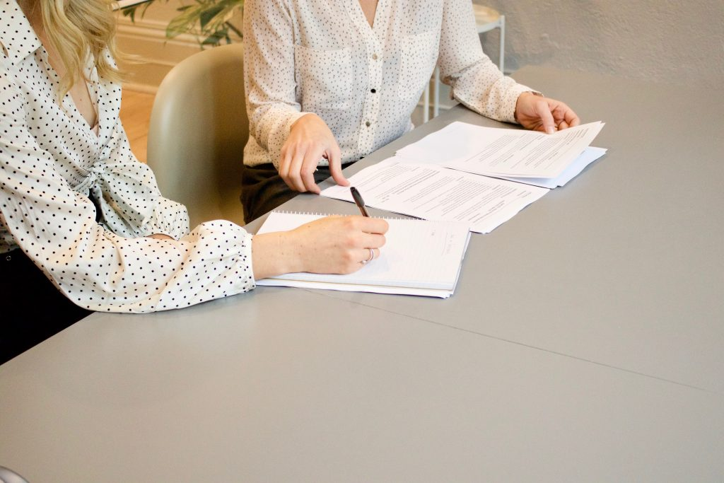 signature de contract et réunion