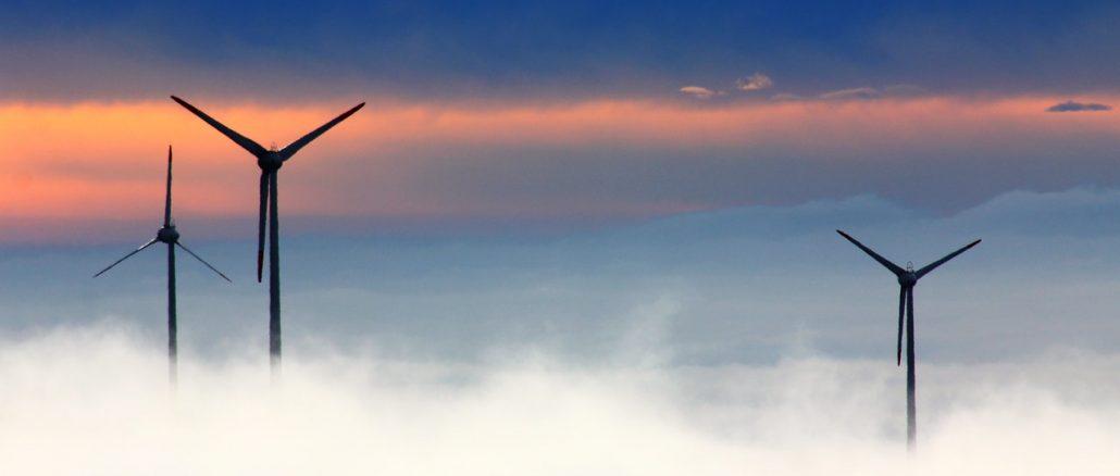 Parc éolien dans les nuages